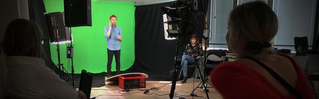 Tournage d'un film sur fond vert en technique mixte ou mix media